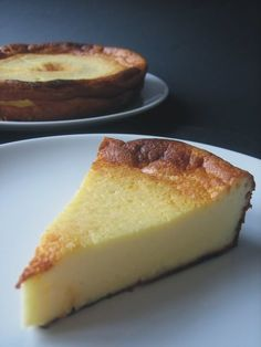 cheesecake - shot execution slice with full cake in back - cooler plates Köstliche Desserts, Delicious Desserts, Yummy Food, Fun Easy Recipes, Sweet Recipes, Baked Cheese, Sweet Tarts, Desert Recipes, Cakes And More