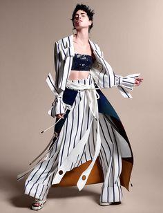 Isis Bataglia by Zee Nunes for Vogue Brazil February 2016 2 Foto Fashion, India Fashion, Fashion Art, High Fashion, Fashion Design, Fashion Poses, Fashion Shoot, Fashion Editorials, Vogue Editorial