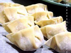 中国人に聞いた♡簡単綺麗な餃子の包み方の画像 Steamed Meat, Meat Bun, Cooking Tips, Cooking Recipes, Cooking Pork, How To Cook Pork, Dumpling, Japanese Food, Asian Recipes