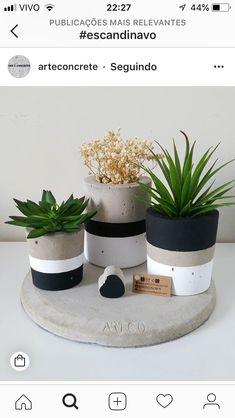 Ceramic Flower Pots, Painted Flower Pots, Concrete Crafts, Concrete Planters, Paint Garden Pots, Rustic Card Box Wedding, Cement Art, Flower Pot Design, Beton Diy
