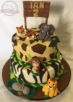 I love the personality of these animals! Visit my page for more photos and videos of this cake. Fondant Cakes, Cake Toppers, Personality, Birthday Cake, Bathroom, Videos, Desserts, Photos, Animals
