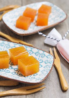 Membrillo is the Spanish quince paste that is the perfect match to a pice of goat cheese. (in Swedish) Food Photography Styling, Food Styling, Swedish Cuisine, Veggie Chips, Dessert Recipes, Desserts, Goat Cheese, Cooking Tips, Cantaloupe