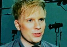 The fandom brings it up, the fandom urges to bring down the second stumplet leaked pic, too. I don't hate the fandom. As long as the fandom means a group of people who likes Patrick Stump a litlle bit too much, I'm one of them. *discussing the fandom with the apparent photo of Patrick wearing make up* WOOHOO!
