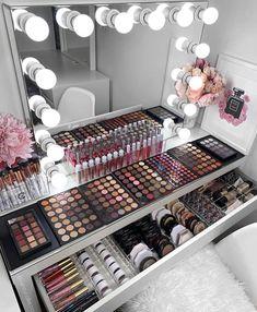 How to Organize & Display Makeup in Cool Ways, makeup organization,makeup vanity,makeup storage organization small spaces Makeup Beauty Room, Makeup Room Decor, Makeup Desk, Makeup Rooms, Diy Makeup, Makeup Glowy, Hair Beauty, Makeup Salon, Contour Makeup