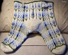 """In my project I used a combined scheme link text Continuation of the collection """"Flowers"""" link text Knitting Socks, Knit Socks, My Works, Ravelry, Knit Crochet, Slippers, Knits, Crocheting, Patterns"""