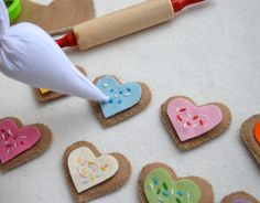 So fun! I love the piping bag LiEr added for her little girl's felt cookie set!  (Her post links to Destri's original tutorial on the Mother Huddle)