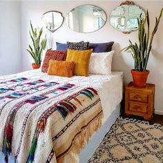 55 Totally Inspiring Bohemian Apartment Decor On A Budget apartment Bohemian Apartment, Bohemian Bedroom Decor, Bedroom Inspo, Home Bedroom, Apartment Living, Bedroom Ideas, Design Bedroom, Bed Design, Modern Bedroom