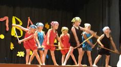 Piráti z Karibiku Zumba Kids, Flower Dance, Blog Backgrounds, Drama Games, Gross Motor Activities, Dance Routines, Just Dance, Musicals, Preschool