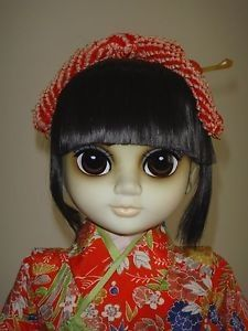 """Margaret keane big eyed children. THIS IS THE MARGARET KEANE SIGNATURE COLLECTION """"INTERNATIONAL """" BIG EYED DOLL """"YOKO"""" 1983 BY MDH KEANE. I DO NOT KNOW MUCH ABOUT THIS DOLL ONLY WHAT I READ. THE TAG SAYS THEY ONLY MADE 20000. THE REGISTRATION CERTIFICATE SAYS 039./2M."""