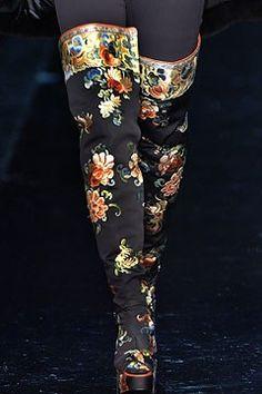 Jean Paul Gaultier Fall 2004 Couture Fashion Show Details
