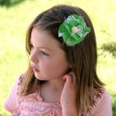 An easy no-sew fabric flower hair clip adds a fun element to any hair style.