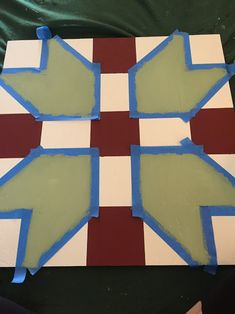 I made a barn quilt for our back patio last fall, and since I shared pictures of it in my last Home Sweet Home post, I thought I'd. Barn Quilt Designs, Barn Quilt Patterns, Quilting Designs, Barn Star Decor, History Of Quilting, Painted Barn Quilts, Easy Quilts, Scrappy Quilts, Star Diy