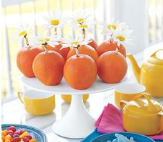 Bring a splash of sunshine to your meal with a vibrant partnering of daisies and oranges.