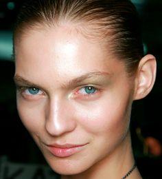 El exceso de sebo requiere cuidados y productos específicos. Los expertos nos explican qué cosméticos debemos elegir y cómo aplicarlos para combatir (con éxito) la piel grasa.