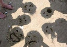 Switch Up The Usual Beach Photos With Funny Sand Faces! Kids Love It 😃Switch up your normal beach photos and let the kids create their own look! Draw funny faces in your shadow and enjoy the laughter:)
