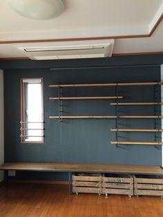 壁面の幅の全てを使ったオーク+アイアンのTVボードです。アイアンフレーム・棚板位置はもちろん、中央の足の位置もオーダーで製作。ビンテージのウ・・・