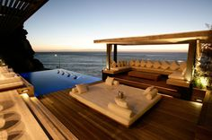 If you have a patio or balcony in your home or apartment, you need to do as an extension of the interior. We compiled 100 design ideas for patios, roof terraces Infinity Pools, Ideas De Piscina, Design Exterior, Location Villa, Luxury Homes Dream Houses, Dream Homes, Outdoor Living, Outdoor Decor, Outdoor Lounge