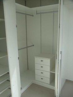 Estou muito feliz! Os armários do quarto ficaram exatamente iguais ao desenho e são ótimos! Na verdade superaram minha expectativa, pois tinha a impressão de que eram menores. Ando tão ocupada com …