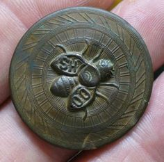 """""""BEE SOAP"""" button .. Can anybody identify? (Finck's Red Bar overall button)-shoofly_button.jpg"""