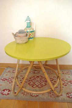 Table rotin vintage à voir sur www.petit-monde.ch