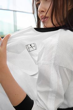 Lightweight wear for an off-court look. The NikeCourt Bomber jacket.