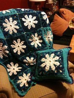 Snowflake throw and pillow..