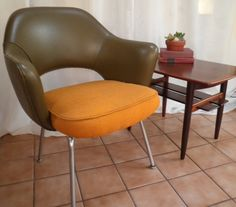Knoll Executive Arm Chair by Earo Saarinen in excellent original condition. This Saarinen armchair has the original olive green leather back and bright gold wool seat. The foam padding in the seat has been replaced. The original tags are still attach