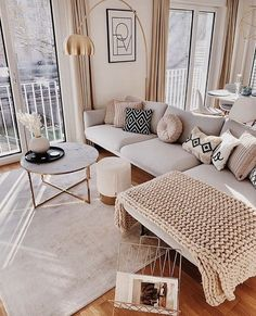 Low Budget Home Decorating Can Really Give Your Home a Lift Apartment Interior, Apartment Living, Room Interior, Home Interior Design, Home Design, Home Living Room, Living Room Designs, Living Room Decor, Bedroom Decor