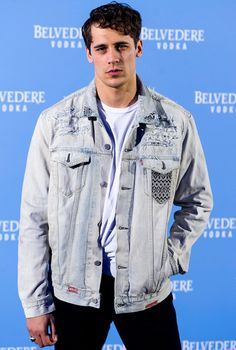 Martin Rivas attends the Belvedere Vodka party at the Pavon Kamikaze Teather on May 2017 in Madrid, Spain. Get premium, high resolution news photos at Getty Images Spanish Men, Chris Evans, Perfect Man, Cute Boys, Tv Series, Fangirl, Handsome, Celebs, Actors