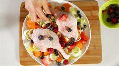 Veja o VIDEO. Hoje é feriado :) Delicie-se com Pato no forno com frutos vermelhos.