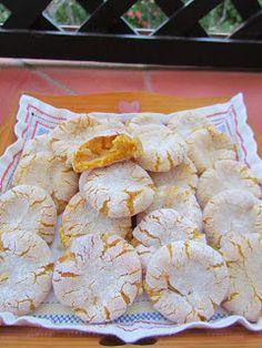 Ana Miúda: Broinhas de gema No Egg Desserts, Mini Desserts, Strawberry Desserts, Portuguese Desserts, Portuguese Recipes, Portuguese Food, Sweet Recipes, Cake Recipes, Dessert Recipes