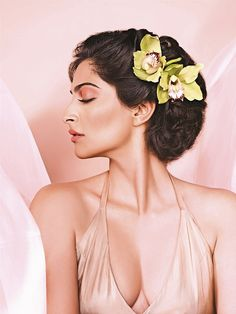 Day Bright Sonam's peachy lips and naturally burnished glow are perfect for a daytime mehendi.