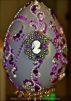 When you cannot afford Faberge Eggs, make your own for Easter! stores.edecodesigns.com