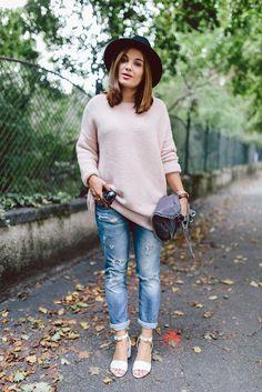 Blogger Style l DariaDaria: light pink oversized knit x ripped blue skinny jeans x sandals x fedora hat x stella mccartney falabella bag