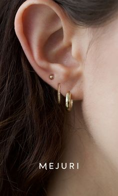 Bold Hoops - The classic ear stack You are in the right place about Piercing oreja Here we offer you the most be - Ear Jewelry, Cute Jewelry, Jewelry Accessories, Women Jewelry, Jewellery, Bold Jewelry, Vintage Jewelry, Silver Jewelry, Fashion Jewelry