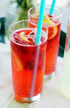 Sparkling Raspberry Lemonade Makes 4 1/2 cups of lemonade  3 cups chilled plain seltzer or sparkling water 3/4 cup fresh lemon juice (fresh! not from a bottle!) 3/4 cup simple syrup (1 cup of water, 1 cup of sugar) Frozen raspberries (optional)