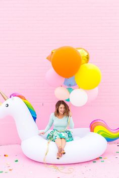 Summer just won't be the same without a flamingo float, so don't miss out on our picks for the best pool floats for summer! Party Set, Party Time, Unicorn Birthday, Unicorn Party, Rainbow Unicorn, Beauty And Fashion, Festa Party, Pool Floats, Wall Colors