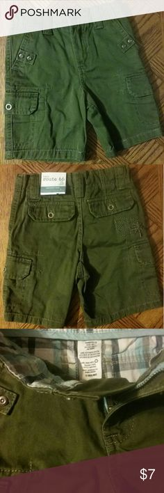 ARMY  GREEN  CARGO  SHORT NEW  WITH  TAGS.  ADJUSTABLE  WAISTBAND.  SIX  POCKETS .  NICE  COLORFUL  DESIGNS  INSIDE  SHORT BABY  ROUTE  66 Bottoms Shorts
