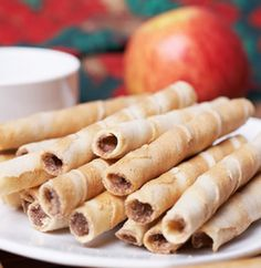 Rolled wafer cookie recipes are some of the most unique cookies you can make. Like many other types of cookie recipes rolled wafer cookies began as a biscuit. It does not matter which country you go v Wafer Cookies, Roll Cookies, Yummy Cookies, Yummy Treats, Sweet Treats, Yummy Food, Unique Desserts, Unique Recipes, Just Desserts