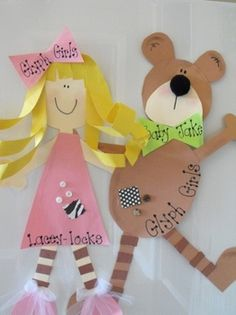 """Goldilocks and the Three Bears Glyph: The Glyph Girls have come up with a Goldilocks Glyph that is """"just right"""" for everyone! The girls create Goldie and the boys create Baby Bear for a bulletin board right out of the storybook. Art For Kids, Crafts For Kids, Arts And Crafts, Paper Crafts, Fairy Tales Unit, Fairy Tale Theme, Traditional Tales, Goldilocks And The Three Bears, 3 Bears"""