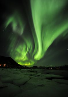 Great new aurora shot made by nature photographer Marten Bril, our photo tour leader at Vesterålen - Norway. (http://fotoreizen.net/fotoreizen/international-tours). Feel free to repin if you like #aurora, #nature, #photography. www.nordicvision.nl ;©Marten Bril