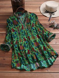 Vintage Ethnic Print V-neck Long Sleeve Plus Size Blouse can cover your body well, make you more sexy, Newchic offer cheap plus size fashion tops for women. Ethnic Print, Plus Size Maxi Dresses, V Neck Blouse, Plus Size Blouses, Blouse Styles, Plus Size Fashion, Georgia, Ideias Fashion, Clothes For Women