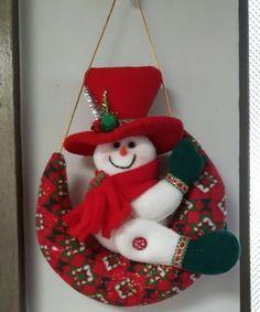Resultado de imagen de navidad goma eva #gomaevamoldes Felt Christmas Decorations, Felt Christmas Ornaments, Christmas Snowman, Christmas Themes, Tree Decorations, Christmas Stockings, Christmas Wreaths, Holiday Decor, Snowman Crafts