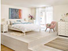 Micasa Schlafzimmer mit Bett und Kommode aus dem Programm LUMINE