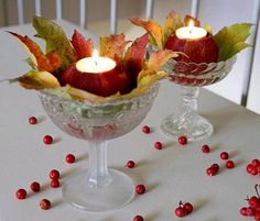 Pretty autumn table decoration with apples and leaves - Instead of clear I would use gold, would be so pretty for fall Mabon, Apple Decorations, Christmas Decorations, Holiday Decorating, Halloween Decorations, Autumn Table, Diy Autumn, Candle In The Wind, Harvest Season