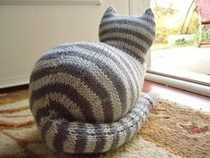 Free knitting pattern for The Parlor Cat