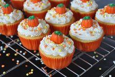 pumpkin cupcakes, Thanksgiving cupcakes, Halloween cupcakes <3