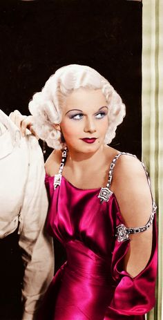 Jean Harlow in China Seas, 1935 this photo is colorized to near vandalism, the original dress was shiny white, light grey or any other cool light shade Vintage Hollywood, Hollywood Icons, Old Hollywood Glamour, Golden Age Of Hollywood, Vintage Glamour, Vintage Dior, Hollywood Stars, Vintage Beauty, Hollywood Actresses
