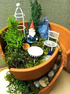 Broken Pot Garden : Home for the Gnome