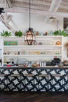 Travel Guide: Around Hollywood / See & Savour